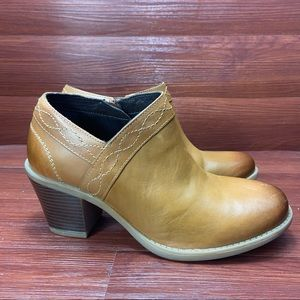 New Earth Shoes leather shooties cognac 8.5